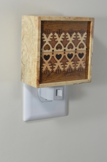 Spalded willow nightlight with Bentley Lace pattern inlay